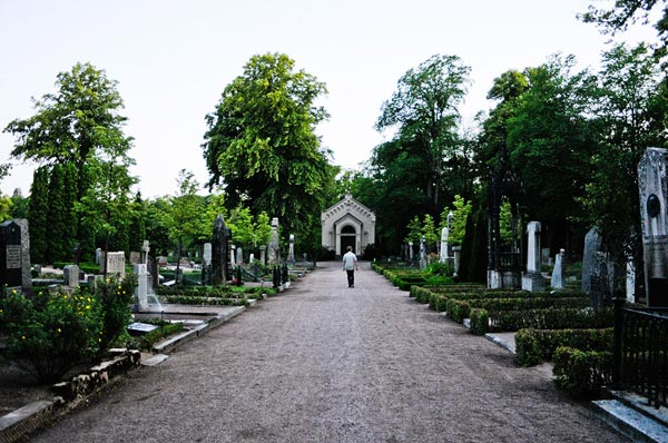 Uppsala Old Cemetary: big, historical and beautiful.