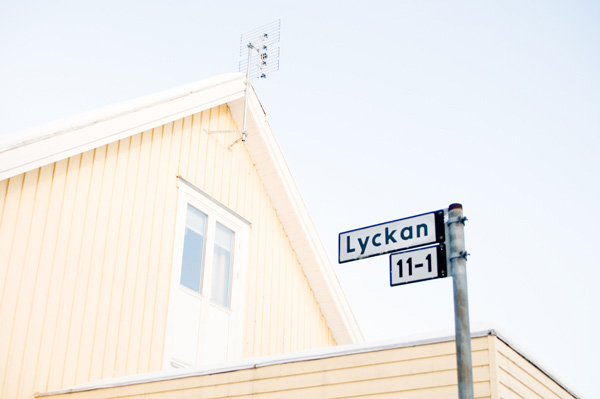 To find LYCKAN (Happiness) is probably one of the most primary dream, not only for swedes. I spotted Lyckan in a typical Svensson neighbourhood in <i>Fålhagen</i>, with a lot of villas and houses.